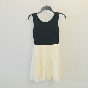 Urban Outfitters Sleeveless Black & White Dress